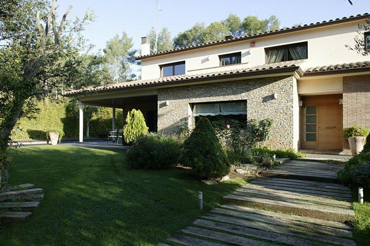 Diferentes estilos en viviendas prefabricadas de hormigon for Decoracion exterior de casas