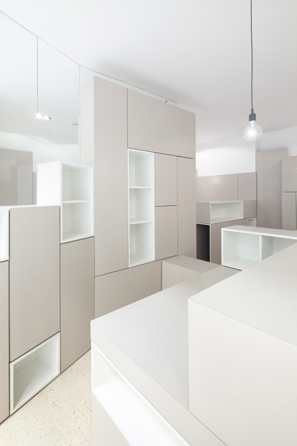 Decoracion de interiores de oficina fresca y luminosa en Paris Francia