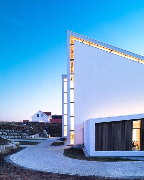 Fachada y fotos de iglesia prefabricada en Noruega una verdadera muestra de calidad eclesiastica