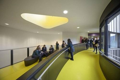 Didáctica creación de interiores en construcción de escuela australiana