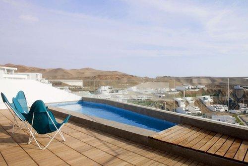 Casa recien construida en el Perú frente a las costas de Lima en Lomas del mar