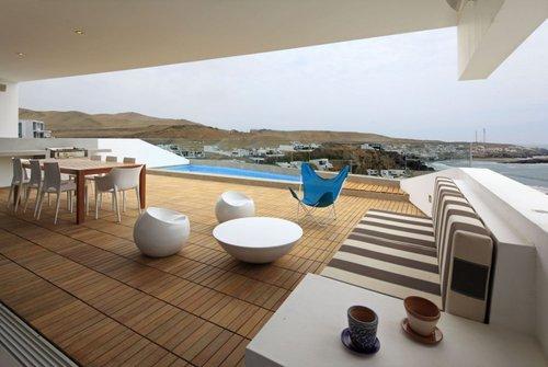 Casa recien construida en el peru frente a las costas de for Casa minimalista lima