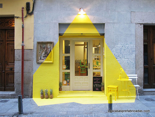 Creativa fachada de restaurante vegetariano en Madrid