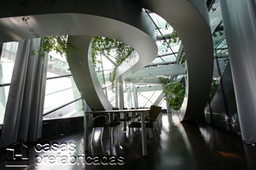 Compleja decoración de interiores en la CDC en Eslovenia (4)