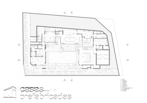 Perfecta casa moderna construida sobre terreno irregular (16)