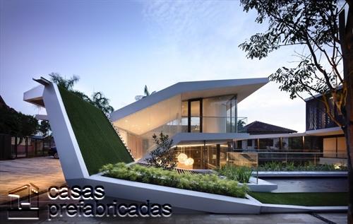 Perfecta casa moderna construida sobre terreno irregular (2)