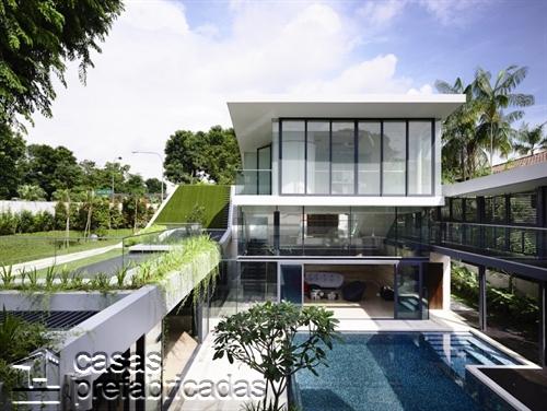 Perfecta casa moderna construida sobre terreno irregular (8)