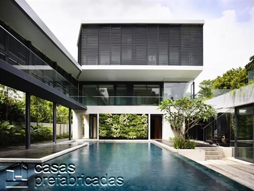 Perfecta casa moderna construida sobre terreno irregular (9)