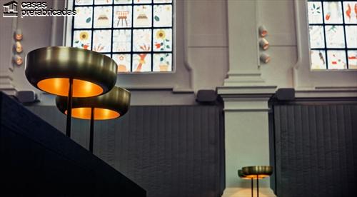 Curioso y extravagante restaurante con interiores identicos a los de una iglesia (7)