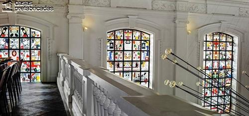 Curioso y extravagante restaurante con interiores identicos a los de una iglesia (8)