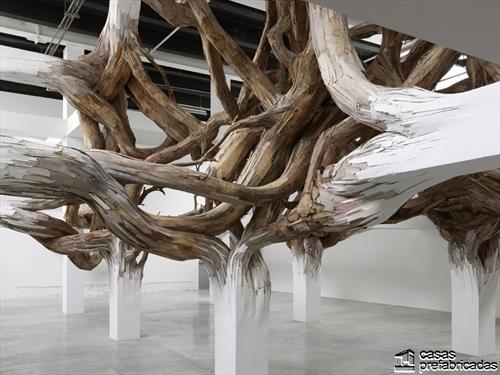 Decoración con raices gigantes en interiores (3)