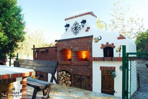 Bellas fachadas que incorporan hornos y cocinas coloniales en sus exteriores (12)