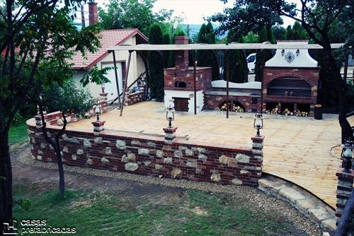 Bellas fachadas que incorporan hornos y cocinas coloniales en sus exteriores (14)