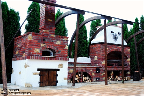 Bellas fachadas que incorporan hornos y cocinas coloniales en sus exteriores (16)