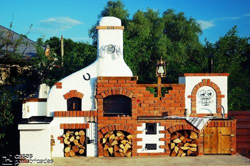 Bellas fachadas que incorporan hornos y cocinas coloniales en sus exteriores (17)