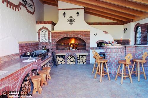 Bellas fachadas que incorporan hornos y cocinas coloniales en sus exteriores (23)