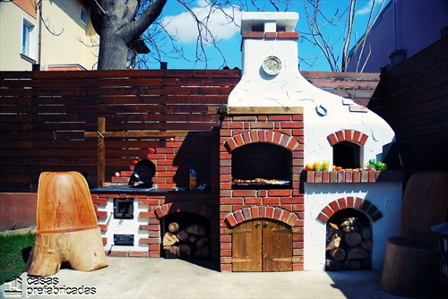 Bellas fachadas que incorporan hornos y cocinas coloniales en sus exteriores (30)