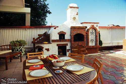 Bellas fachadas que incorporan hornos y cocinas coloniales en sus exteriores (33)