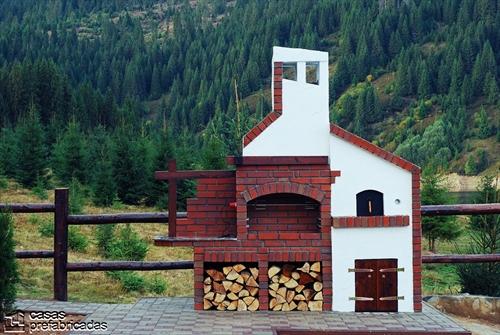 Bellas fachadas que incorporan hornos y cocinas coloniales en sus exteriores (36)
