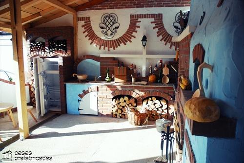 Bellas fachadas que incorporan hornos y cocinas coloniales en sus exteriores (37)