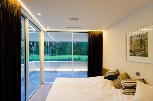 Excelentes detalles luminosos en la Villa Noord Brabant por arquitectos DPL Europe