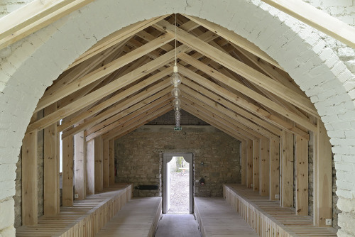 Renovación de capilla St Genevieve en parque reservado de Francia por arquitectos OBIKA