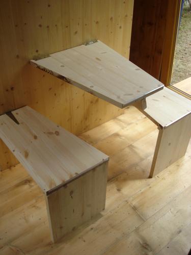 Construccion de vivienda de tres pisos con madera en terreno minusculo (13)