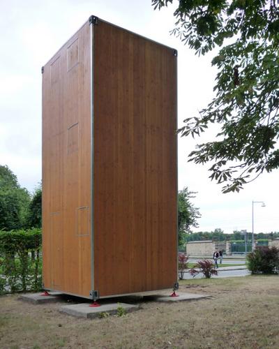 Construccion de vivienda de tres pisos con madera en terreno minusculo (2)
