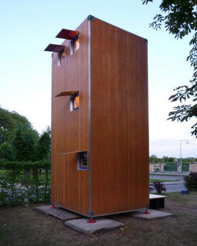 Construccion de vivienda de tres pisos con madera en terreno minusculo (3)