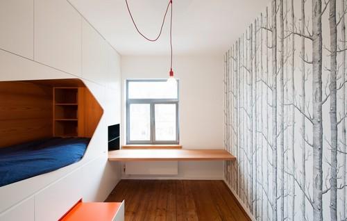 Camas instaladas en la pared en apartamento Belga de colores citricos (5)