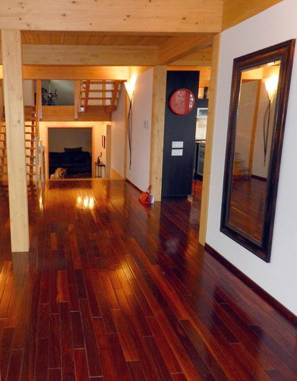 una vista de un pasillo
