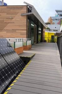 Los paneles solares Y la casa bien fabricadas