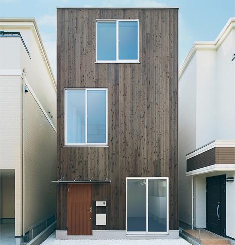 fachada de la casa de frente y reducida
