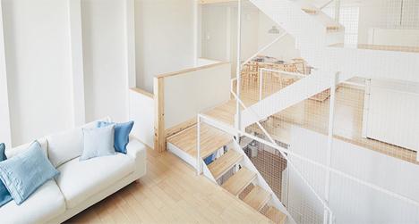 Escaleras junto con la sala