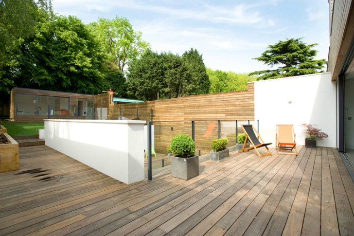 un patio moderno
