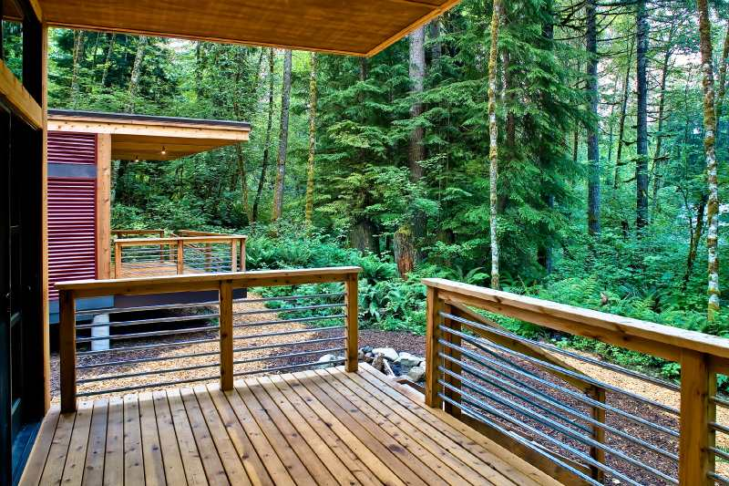 Un porche muy bonito de madera