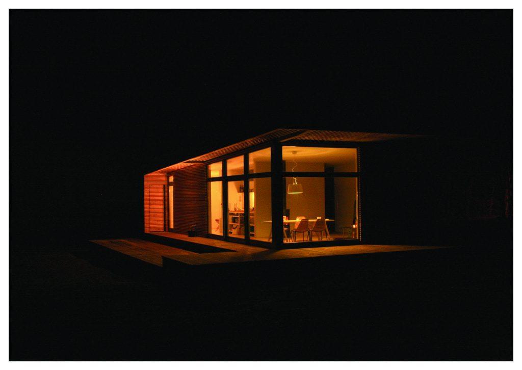 Casa moderna en la noche