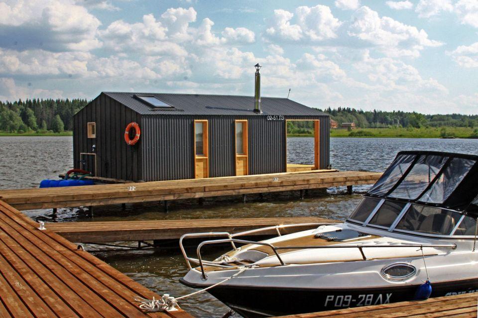 Casa flotante muy moderna