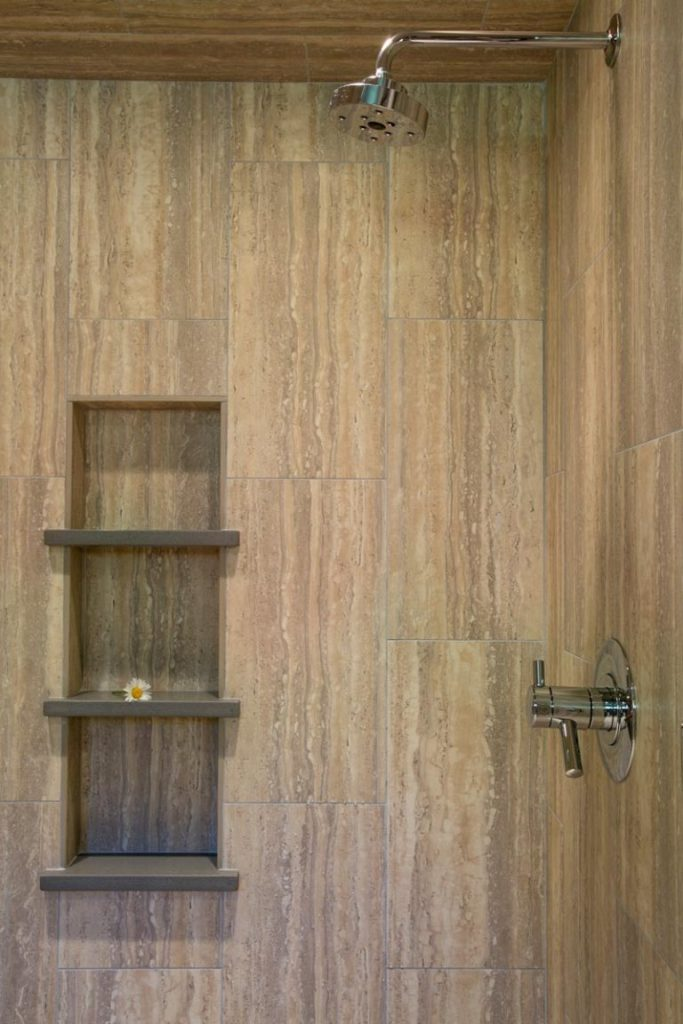 Baño compacto pero moderno