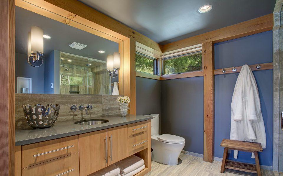 Diseño único de lavabo con baño completo